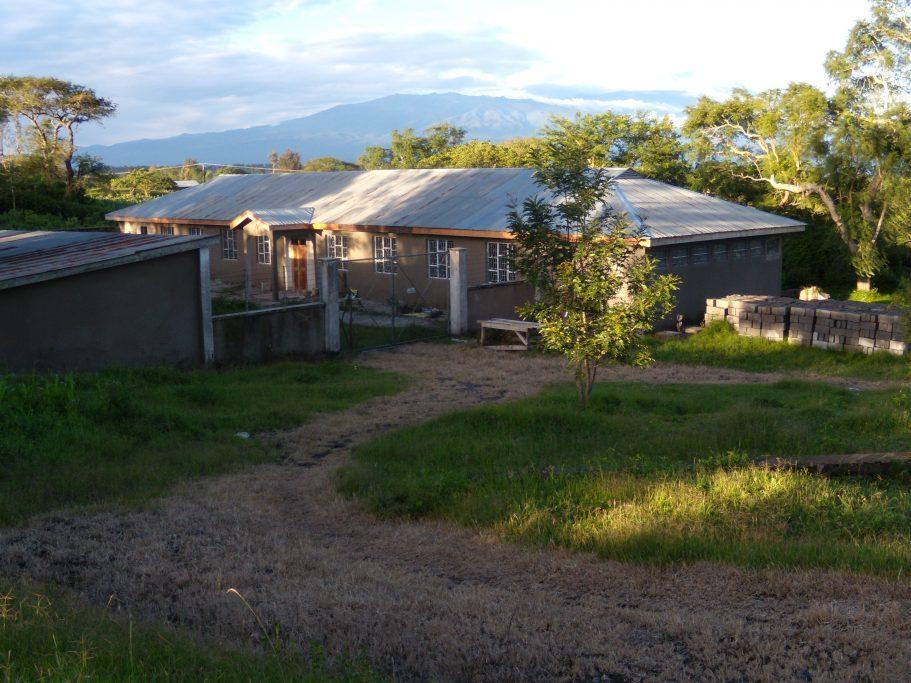 2009-08 : realizzazione primo dormitorio femminile da un garage